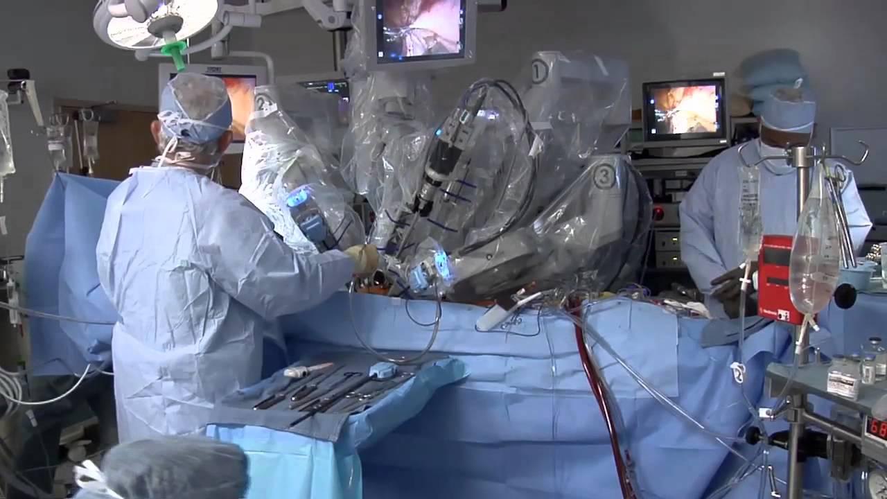 الروبوت الطبيب .. يجري العمليات الجراحية بدقة