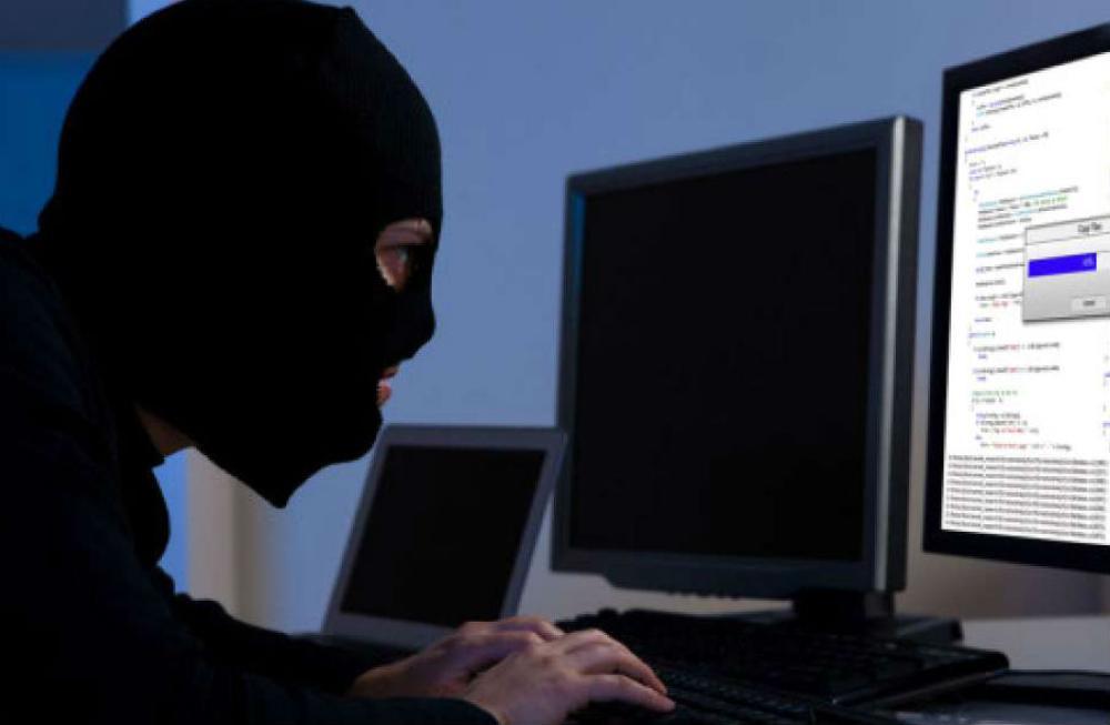 الجرائم الإلكترونية .. تعريفها وكيفية الوقاية منها