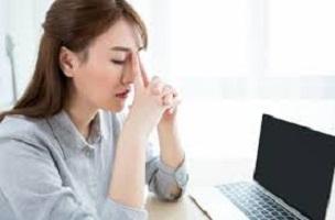 لماذا الجلوس للعمل مرهق ؟