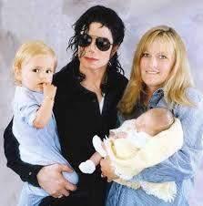 مايكل جاكسون وزوجته السابقة وأولاده