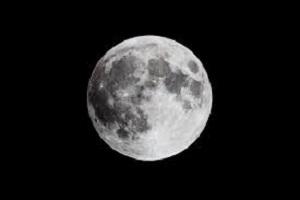 من أين جاء القمر ؟
