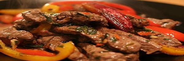 شرائح اللحم البقري الحار من المطبخ الأمريكي